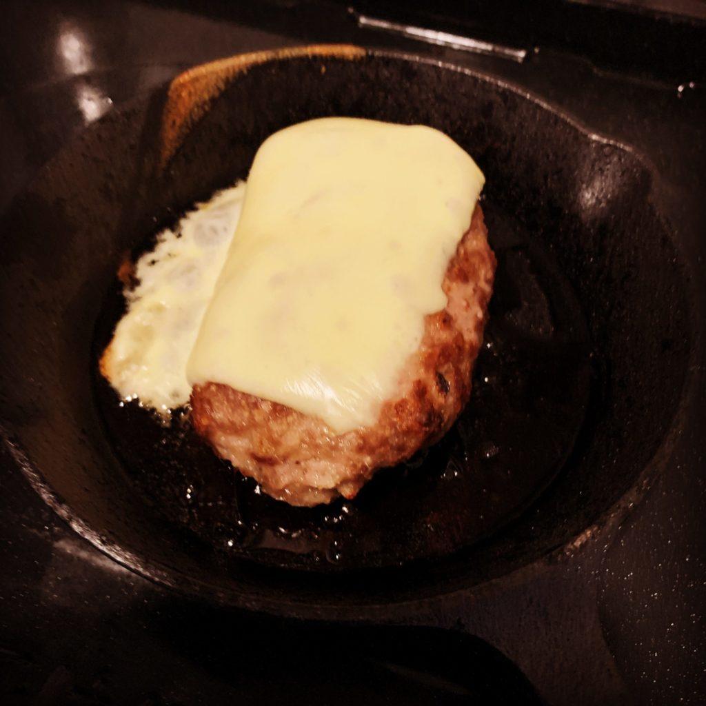 途中で余っていたチーズを入れてみる。